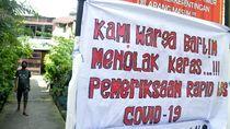 Spanduk Tolak Rapid Test Massal Mejeng di Makassar