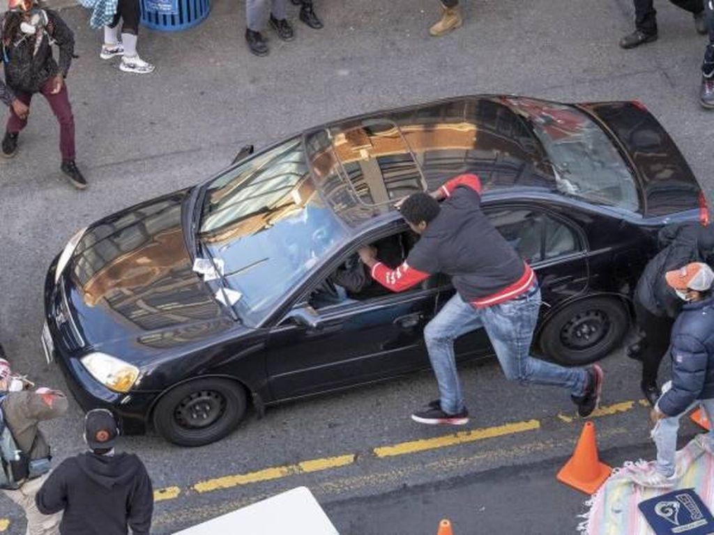 Pengemudi Mobil Tiba-tiba Tembak Demonstran George Floyd di Seattle