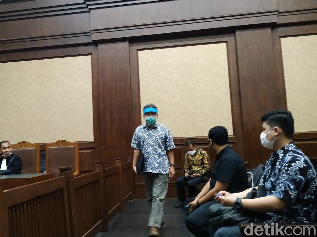 Dua Terdakwa Mega Korupsi 37,8 T Dituntut 12 Tahun Bui dan Denda Rp 1 M