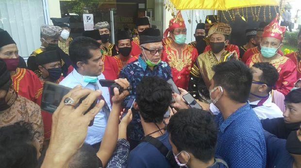 Ade Armando dilaporkan ke Polda Sumbar terkait komentarnya di medsos soal aplikasi Injil berbahasa Minang (dok. Istimewa)