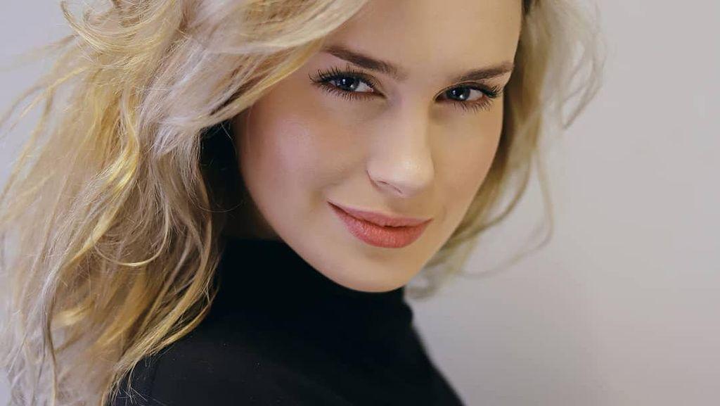 8 Pesona Anna Maria Sieklucka, Bintang 365 Days yang Filmnya Kontroversial