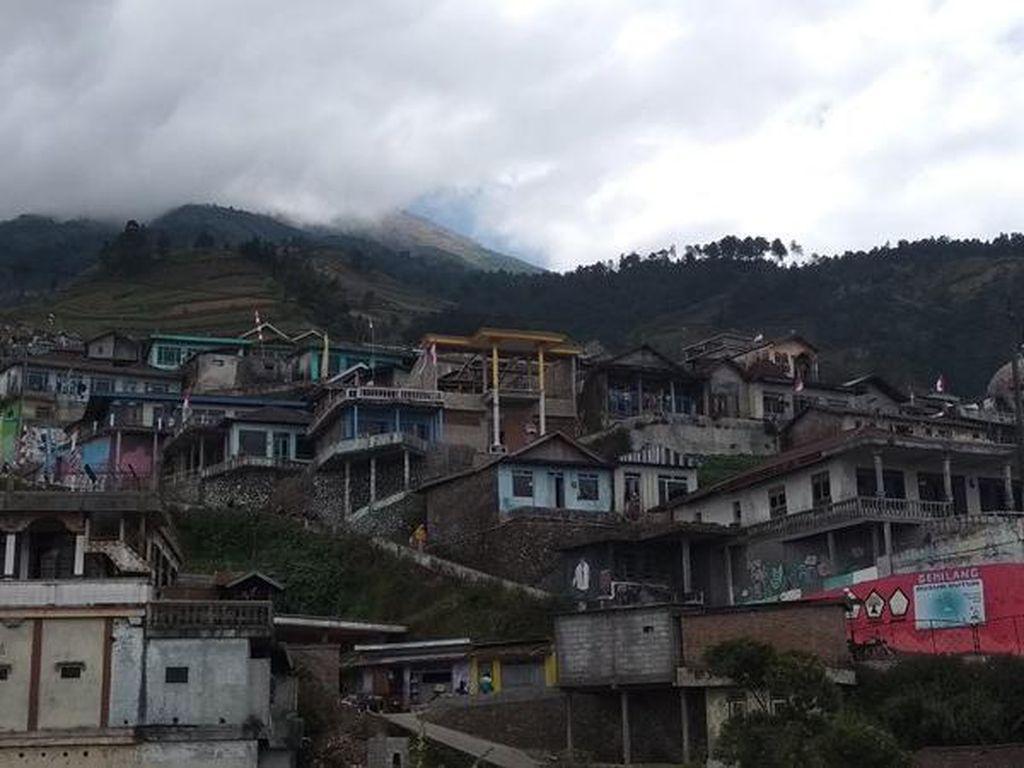 Nepal di Kaki Gunung Sumbing, Pesawat Trump Hampir Tertabrak Drone