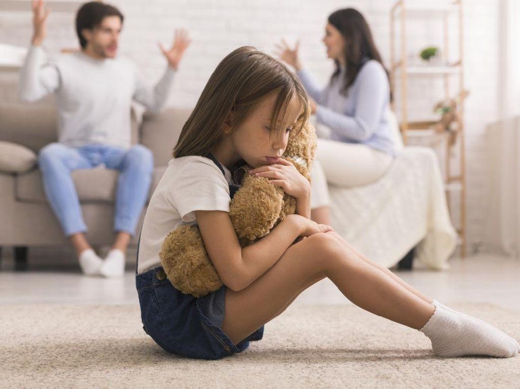 Saat Orangtua Cerai karena Selingkuh, Ini yang Bisa Bikin Anak Trauma