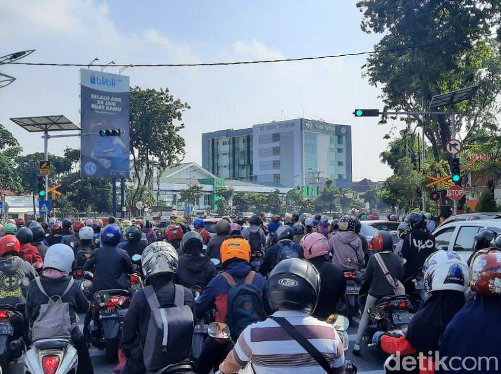 PSBB Berakhir, Jalanan Kota Surabaya Kembali Padat
