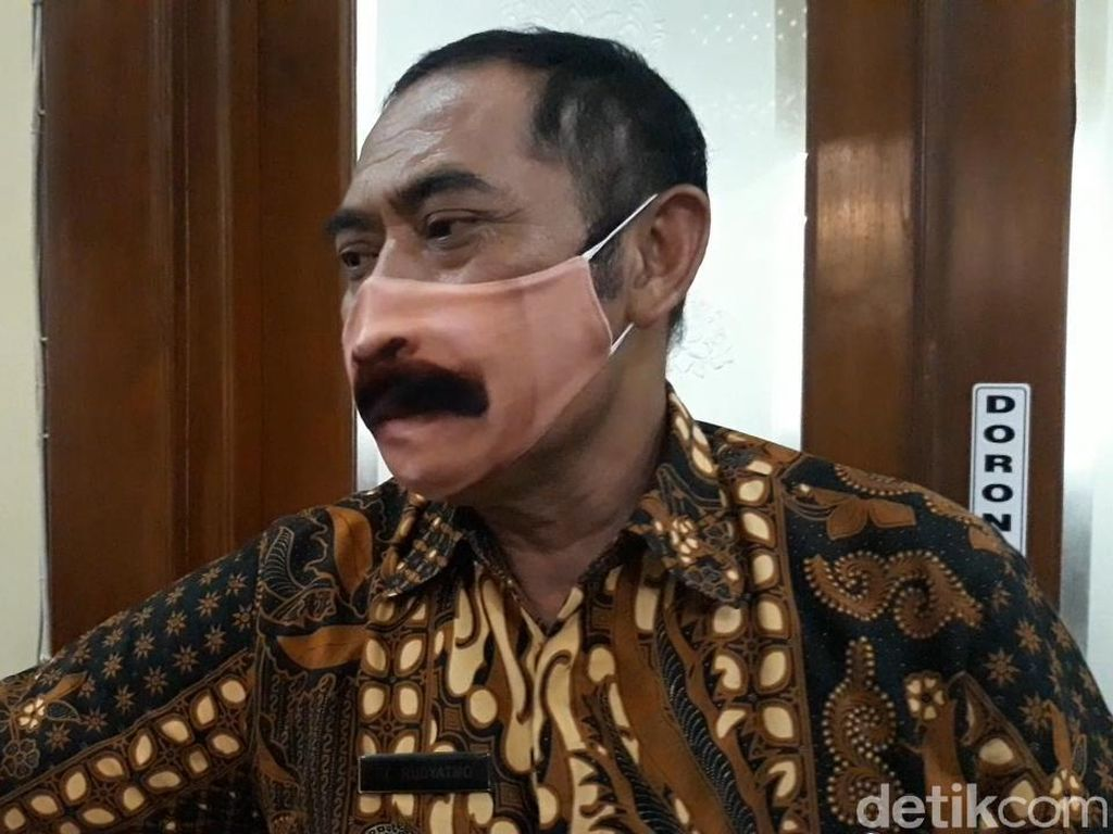Masker Kumis FX Rudy Nyolong Fokus, Ternyata Begini Cerita di Baliknya