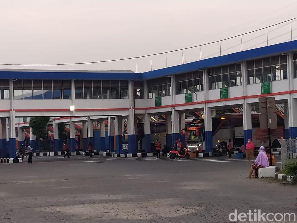 PSBB Surabaya Raya Berakhir, Terminal Purabaya Mulai Berdenyut