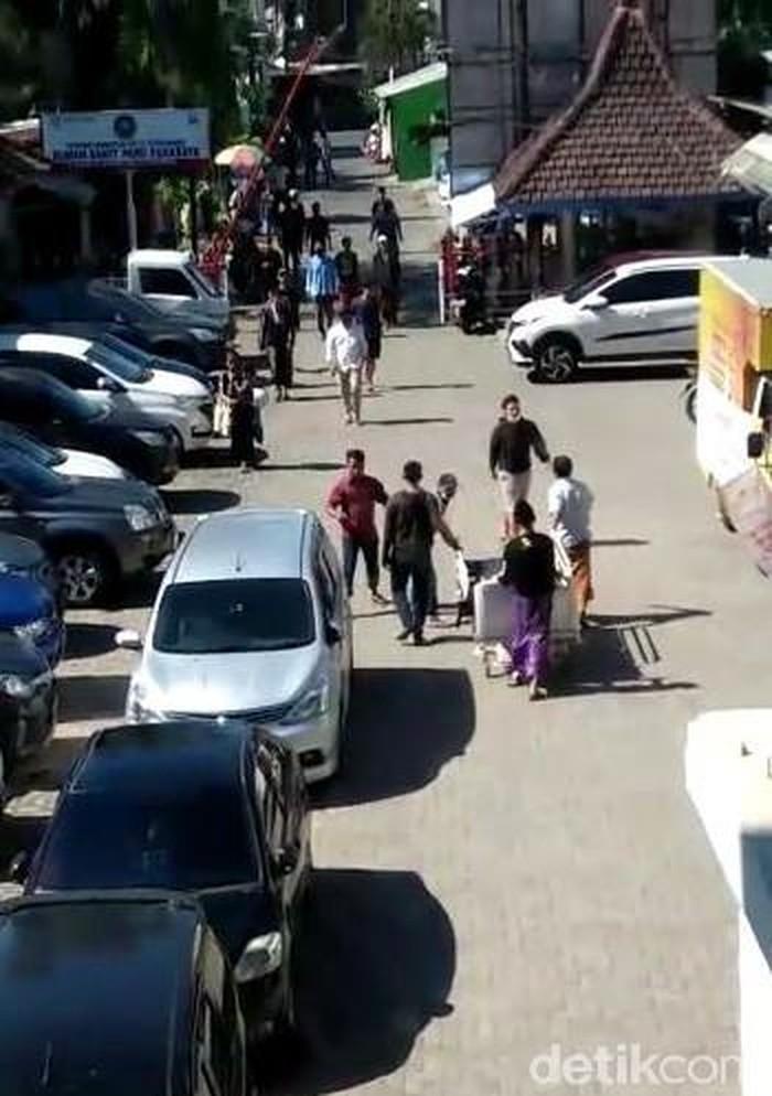 Satu Keluarga di Surabaya Mengambil Paksa Jenazah Positif COVID-19