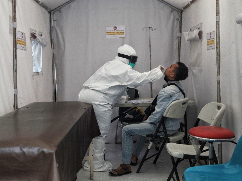 1,5 Juta Tenaga Medis Diterjunkan Suntik Vaksin ke Masyarakat