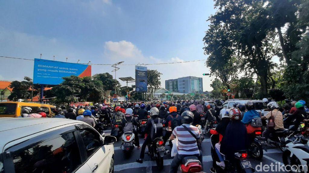 Suasana Surabaya di Hari Pertama Masa Transisi New Normal