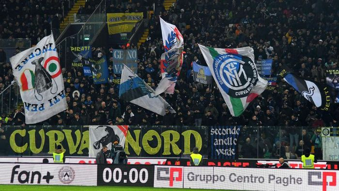 UDINE, ITALY - FEBRUARY 02:FC Internazionale  fans show their support  during the Serie A match between Udinese Calcio and  FC Internazionale at Stadio Friuli on February 2, 2020 in Udine, Italy.  (Photo by Alessandro Sabattini/Getty Images)
