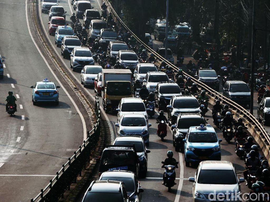Kemacetan Menggila di Jalan KH Abdullah Syafei