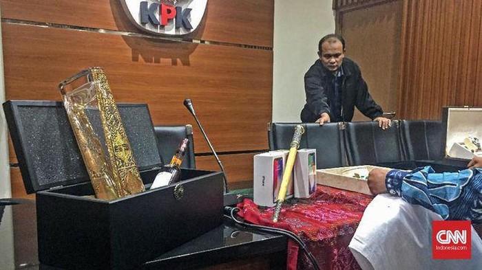 Keris komando dari Kerajaan Majapahit abad 14 bertahta intan yang dilaporkan Mendagri Tjahjo Kumolo ke KPK, 4 Juni 2018