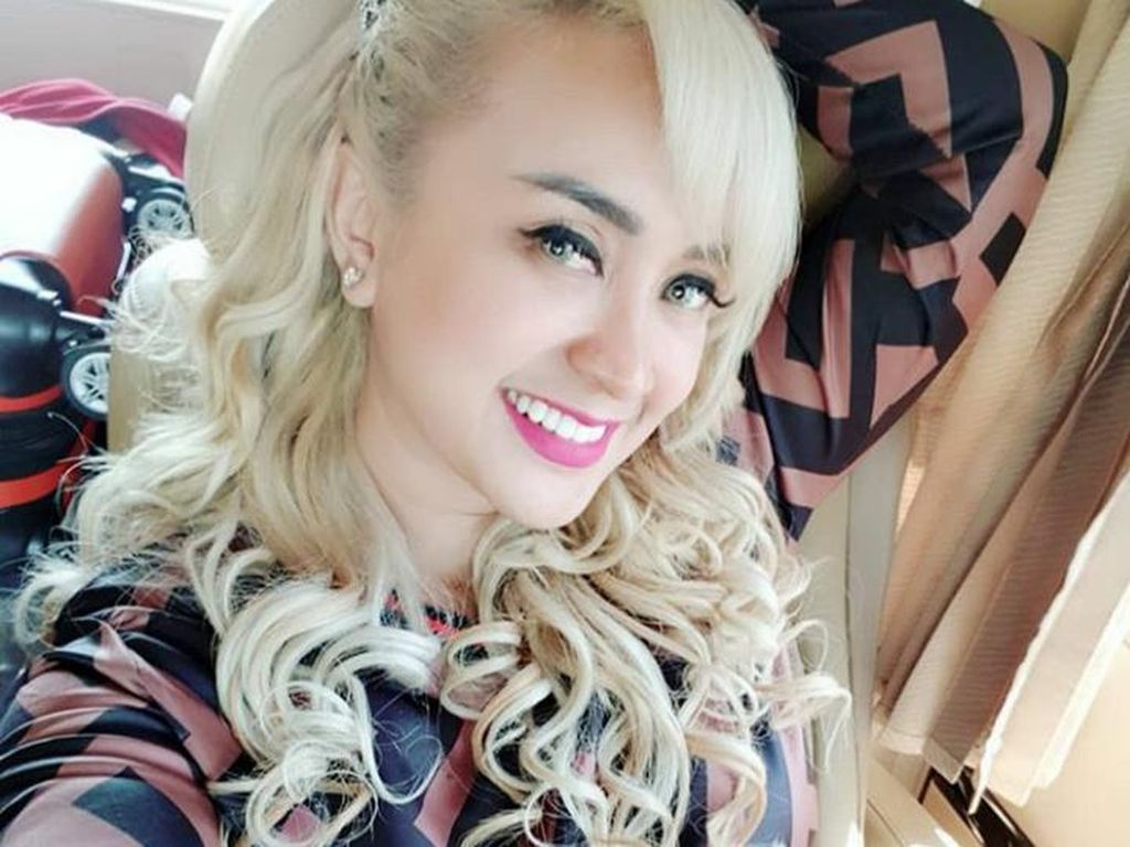 Keluarga Stres Lia Ladysta Jadi Tersangka Kasus Pak Haji Syahrini