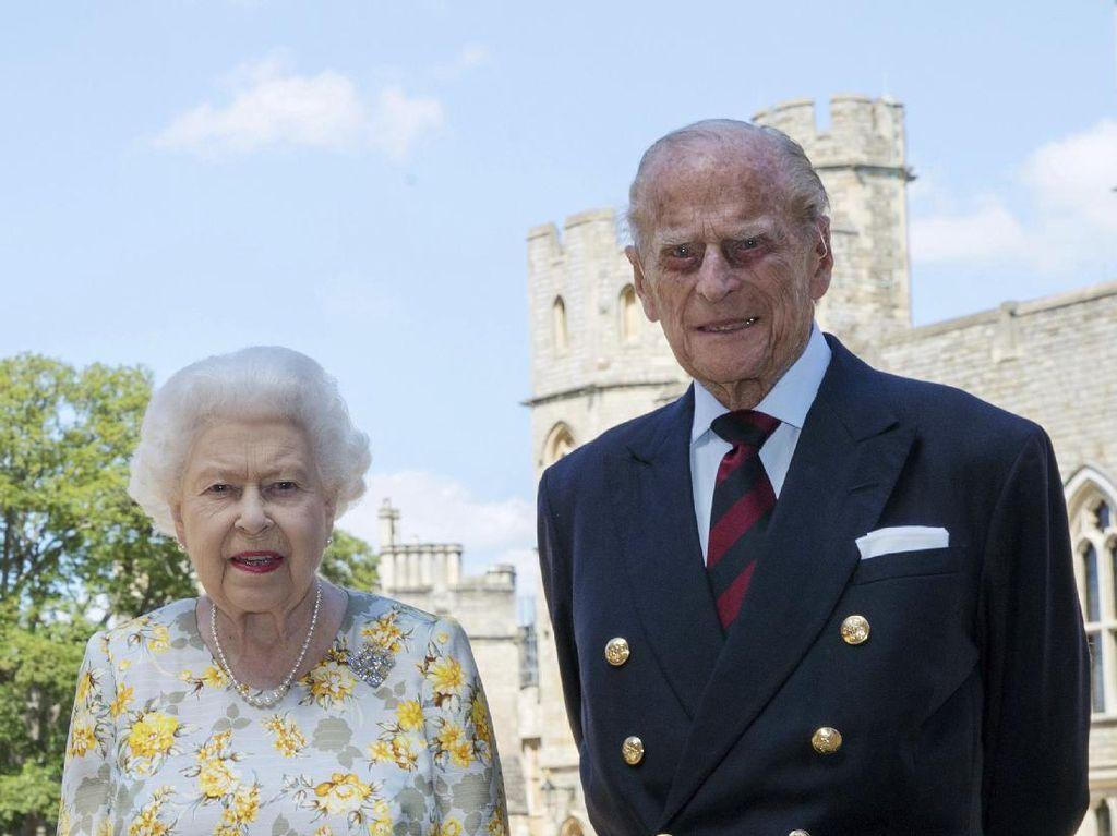 Arti Bahasa Tubuh Ratu Elizabeth & Pangeran Philip Setelah 73 Tahun Menikah