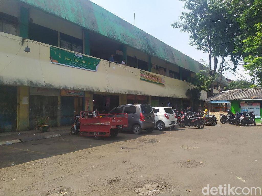 2 Pedagang Positif Corona, Pasar Rawa Kerbau Jakpus Disemprot Disinfektan