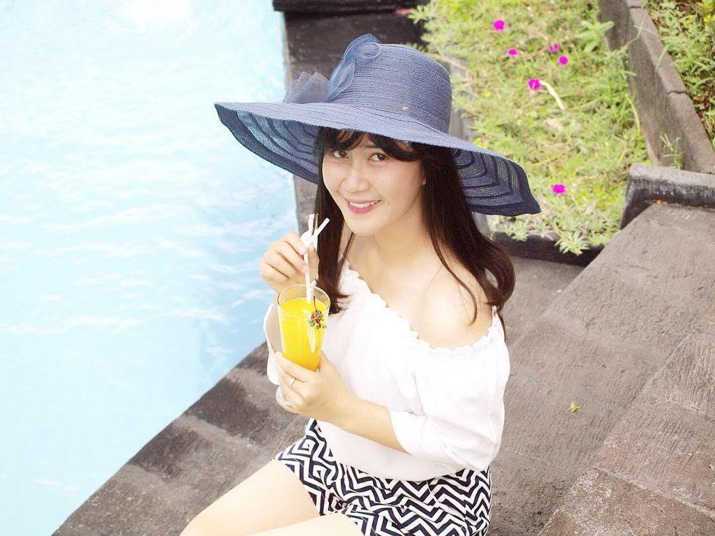 Kenalan Sama Yossy Kartika, Penjual Gorengan Cantik dan Model dari Yogya