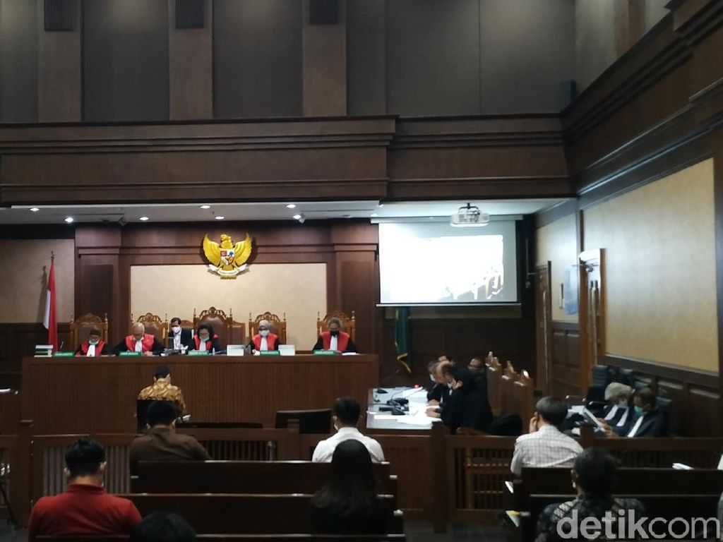 Bacakan Eksepsi, Benny Tjokro Minta Hakim Tolak Dakwaan dan Dibebaskan