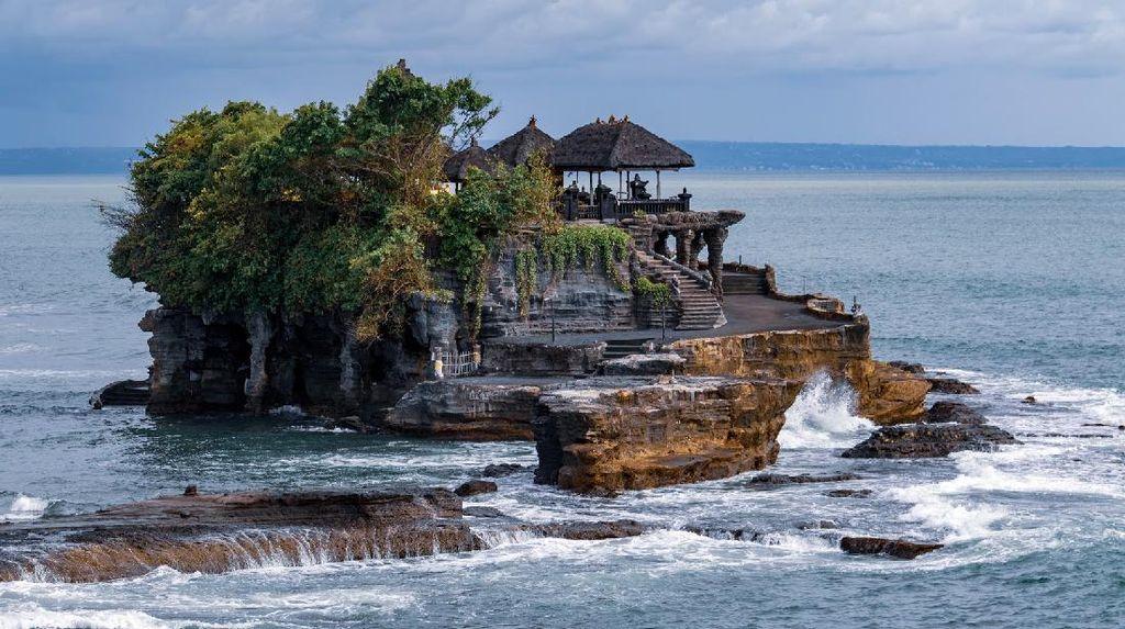 Pesona Tanah Lot Bali, Mitosnya Bisa Bikin Putus Cinta