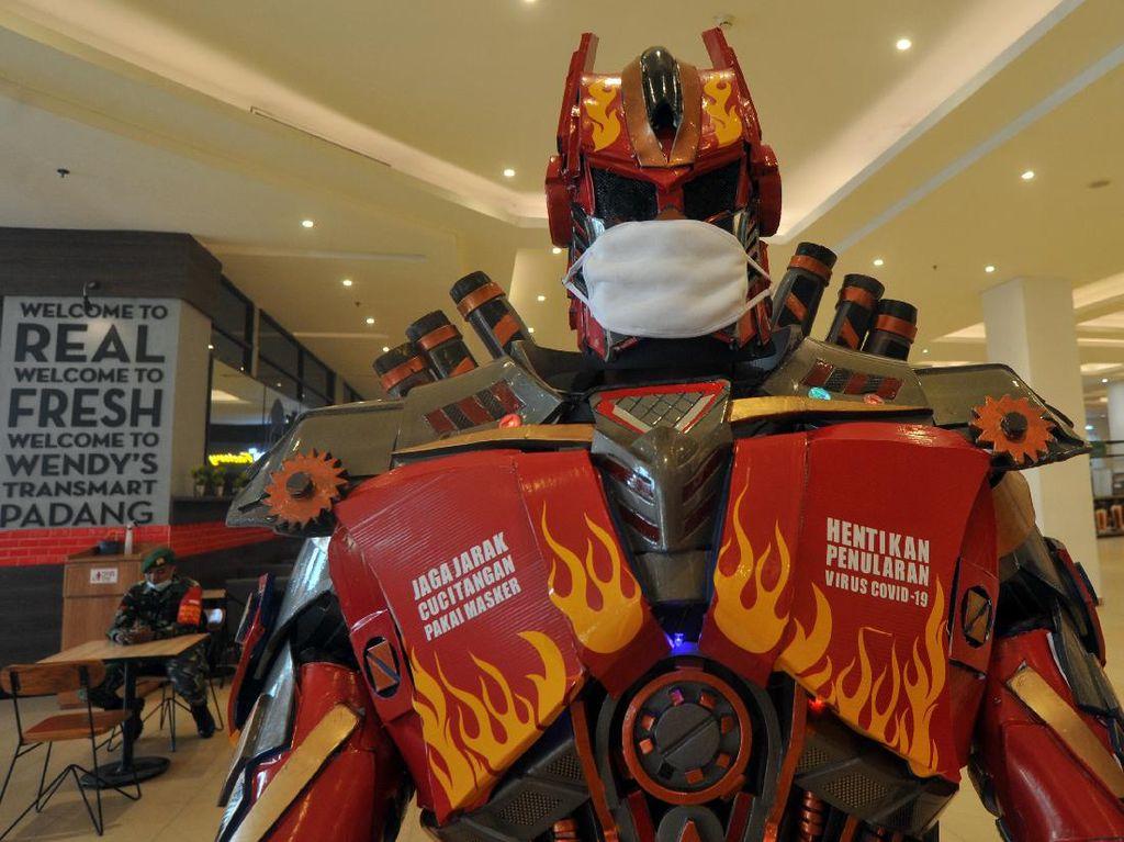 Wow! Transformer Bermasker Jaga Transmart Padang
