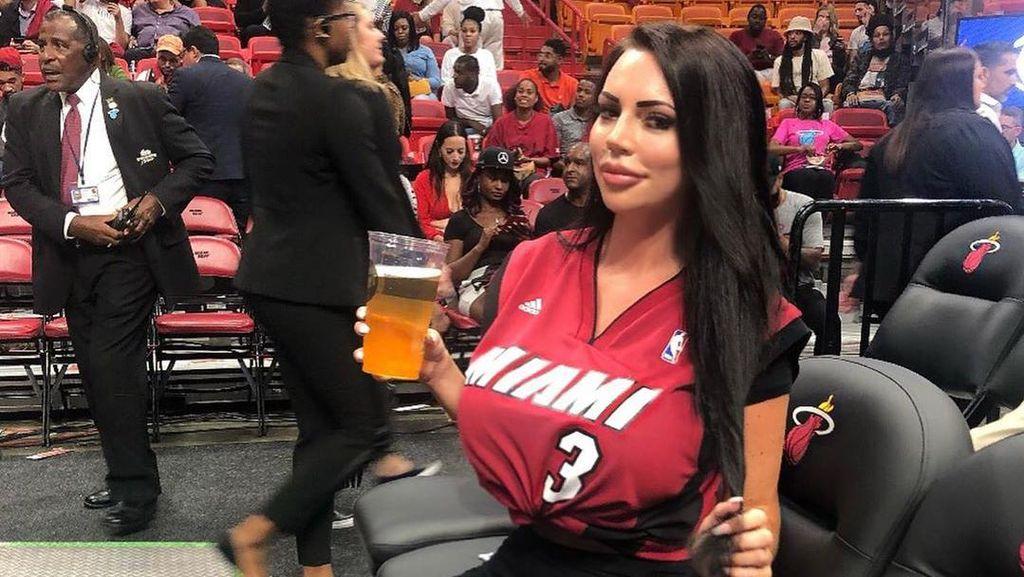 Wanita Ini Ingin Punya Tubuh Bak Kim Kardashian, Biaya Oplas Rp 500 Juta