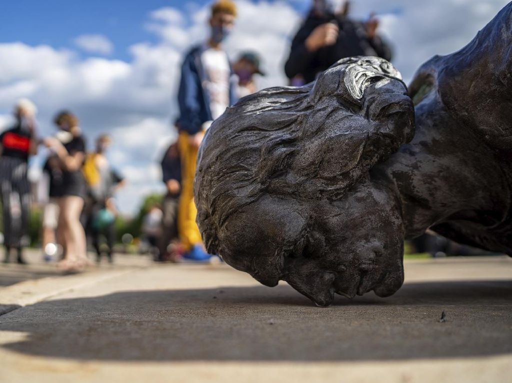 Imbas Demo George Floyd Bikin Patung Dianggap Simbol Perbudakan Kena Libas