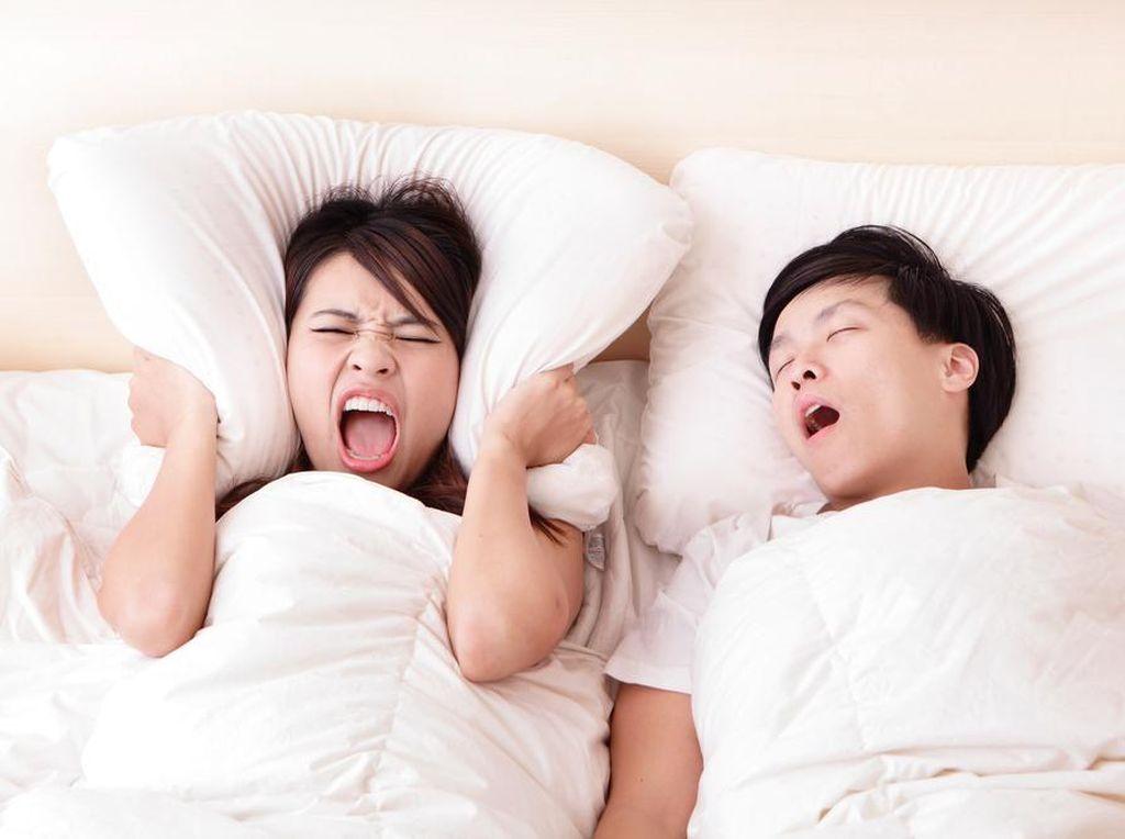 5 Cara Ini Bisa Buat Kamu Berhenti Ngorok Saat Tidur