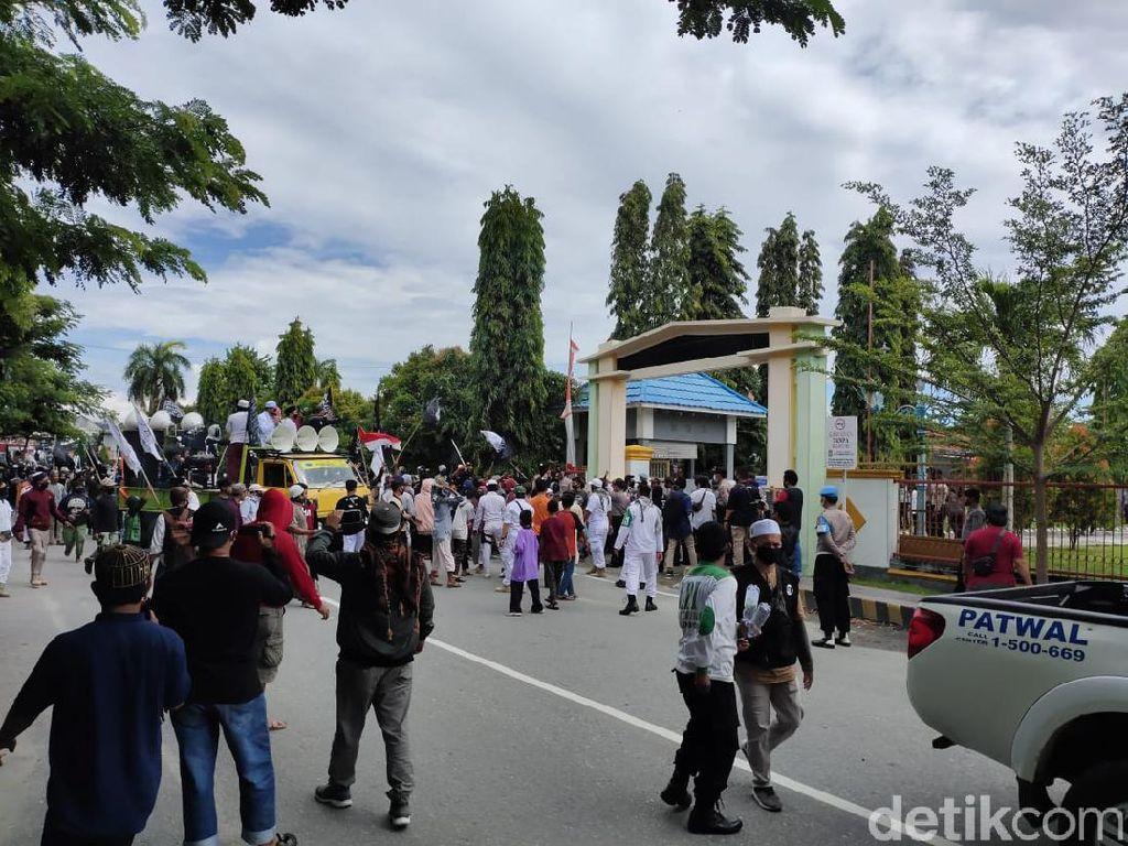 Warga Poso Demo Minta Kasus 3 Petani Diduga Korban Salah Tembak Diusut