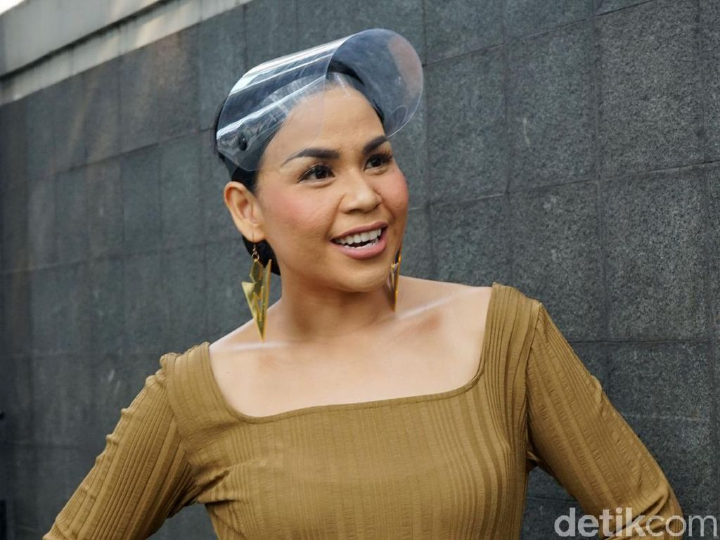 Melaney Ricardo Deg-degan Pemotretan di Pasar Pakai Outfit Rp 800 Juta