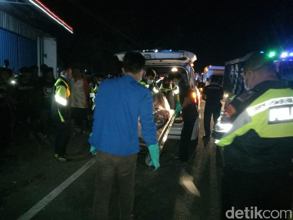 Mobil Ditumpangi Anggota Dewan Tulungagung Tabrakan dengan Pemotor, 1 Tewas