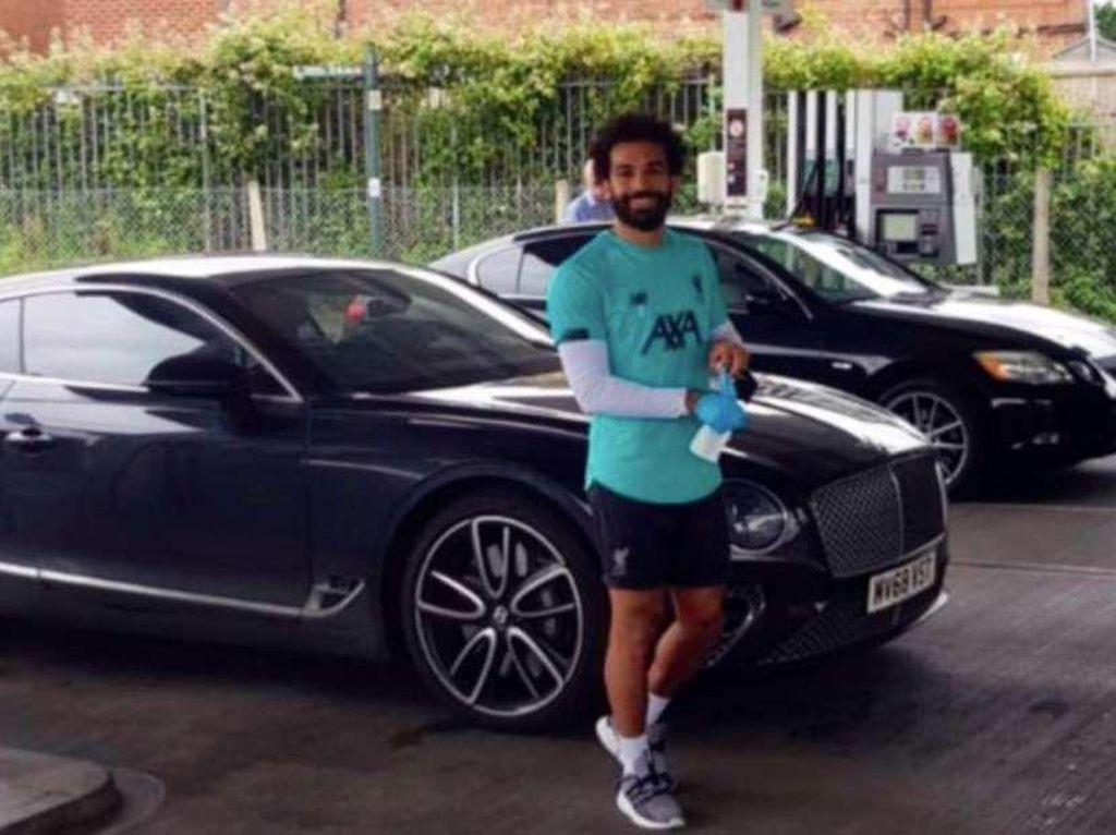 Mohamed Salah Bagi-bagi Bensin Gratis di SPBU