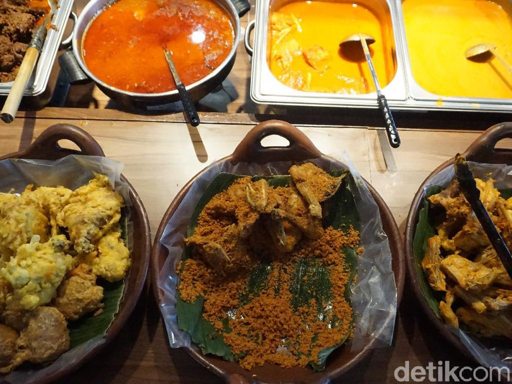 Pengalaman Makan Nasi Kapau dengan Konsep New Normal