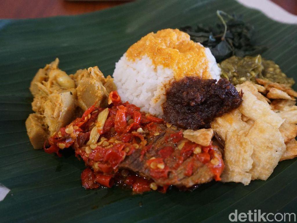 Sensasi Makan Langsung di Restoran Nasi Kapau Saat New Normal