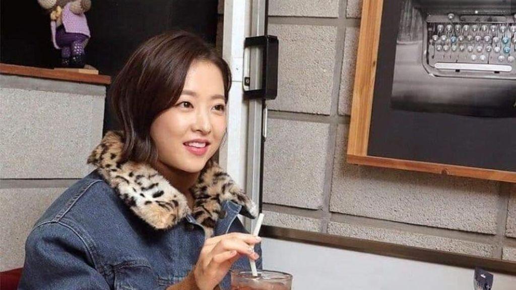 Pose Imut Park Bo Young Saat Makan, Pantas Dikira Masih Anak-anak