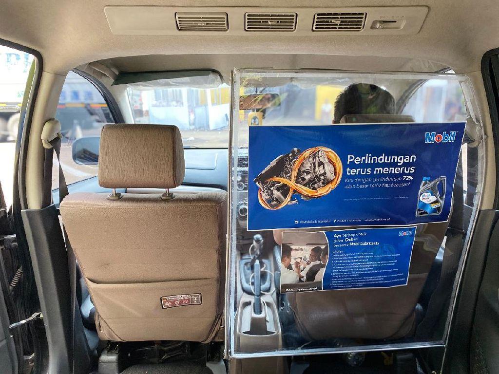 Partisi Pelindung Buat Penumpang dan Sopir Taksi Online Makin Aman dari Corona