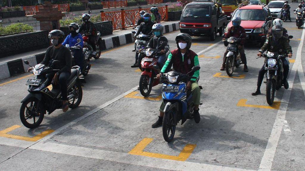 Sensasi Balap ala MotoGP di Lampu Merah Malang