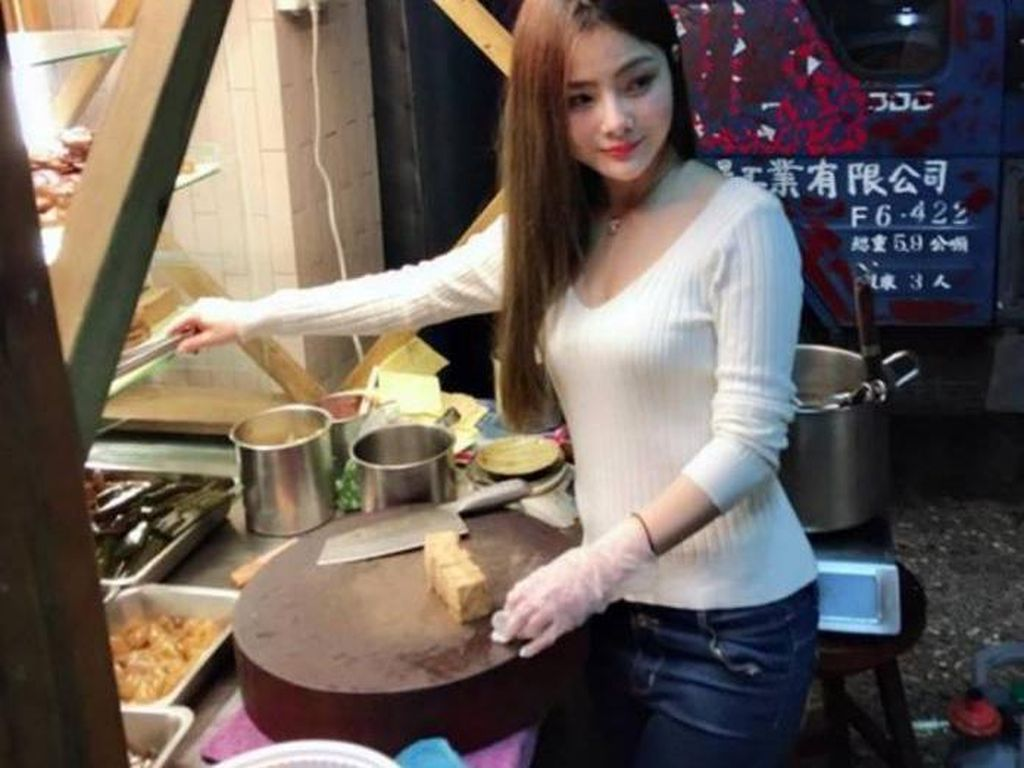 Viral Gadis Cantik Penjual Daging Rebus, Ini Fakta Sebenarnya