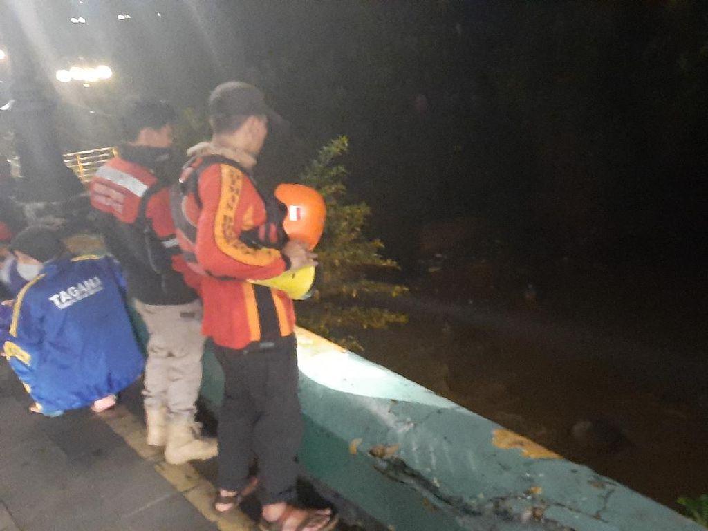 Jambret Lompat Sungai Ciliwung, Jadi Bulan-bulanan Usai Dievakuasi