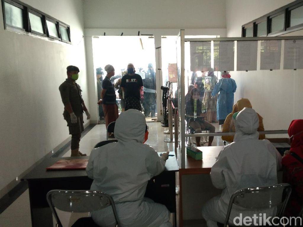 Gugus Tugas Cirebon Swab Test 200 Santri yang Hendak ke Jatim