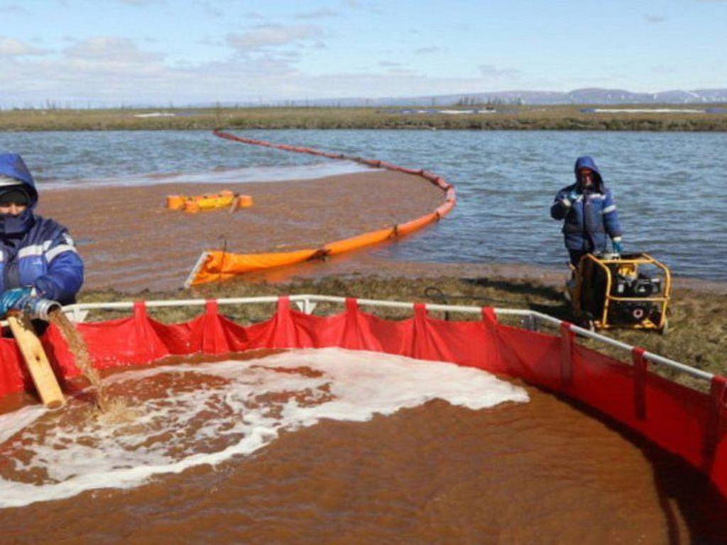Tumpahan Minyak di Rusia Berisiko Mencemari Samudera Arktika