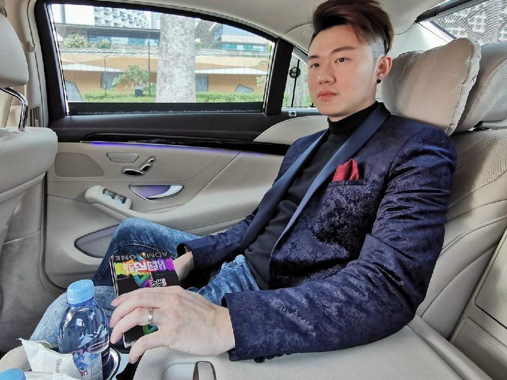 Kisah Sukses Pria yang Dulu Belajar di Kamar Mandi Kini Kendarai Mobil Mewah