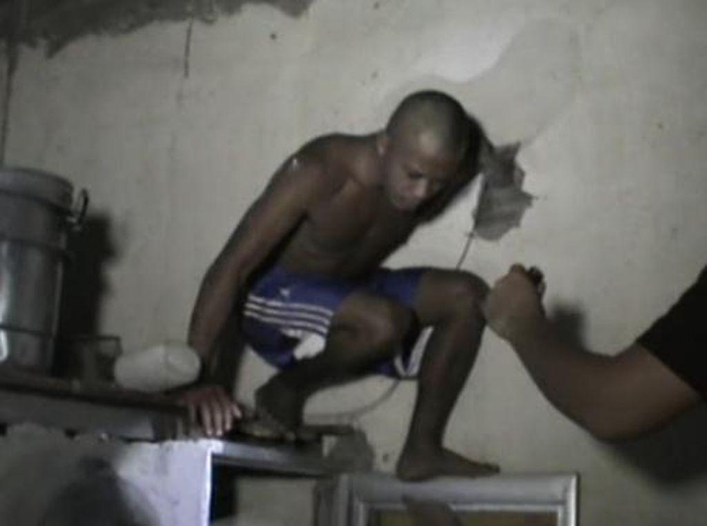 Maling di Makassar Dibekuk Saat Sembunyi di Atas Kamar Mandi