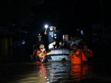 Korban Banjir Gorontalo Dievakuasi