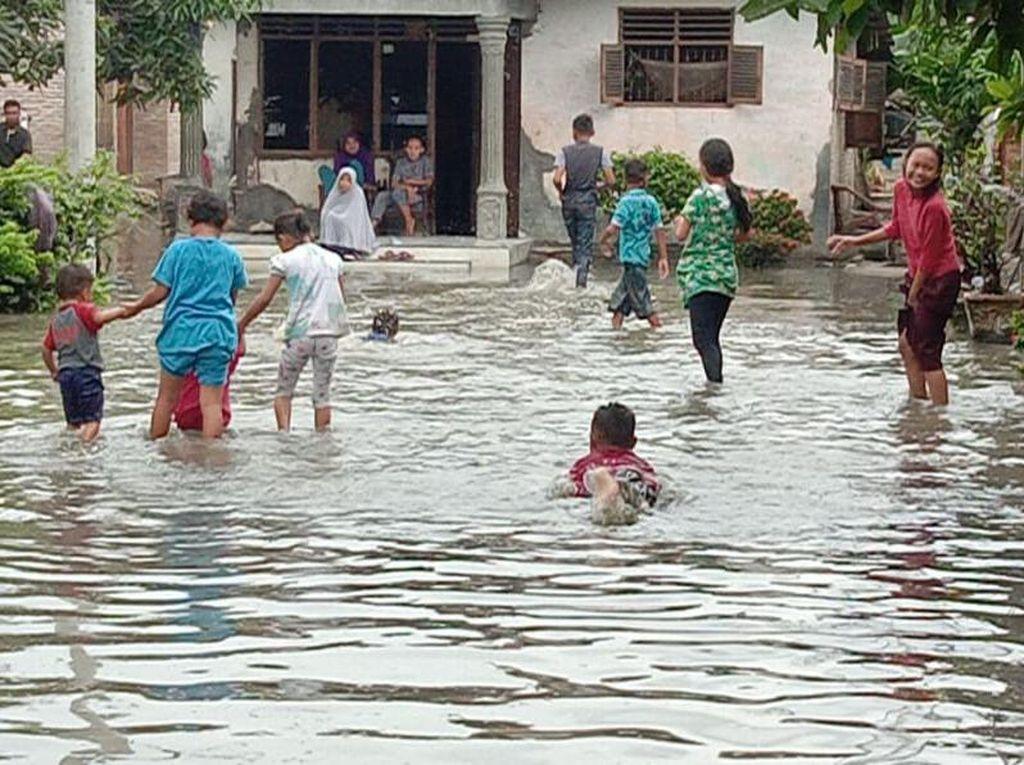 Ratusan Rumah di Sergai Sumut Terendam Banjir