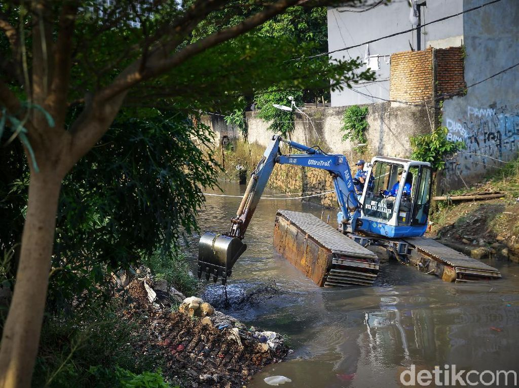 Cegah Banjir, Kali Krukut Dinormalisasi