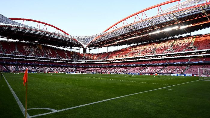 LISBON, PORTUGAL - SEPTEMBER 17:  General view inside the stadium prior to the UEFA Champions League group G match between SL Benfica and RB Leipzig at Estadio da Luz on September 17, 2019 in Lisbon, Portugal. (Photo by Octavio Passos/Getty Images)