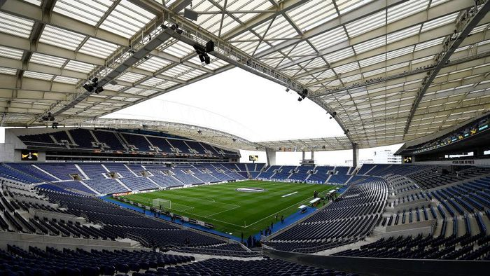 PORTO, PORTUGAL - FEBRUARY 27: A general view inside the stadium prior to the UEFA Europa League round of 32 second leg match between FC Porto and Bayer 04 Leverkusen at Estadio do Dragao on February 27, 2020 in Porto, Portugal. (Photo by Octavio Passos/Getty Images)