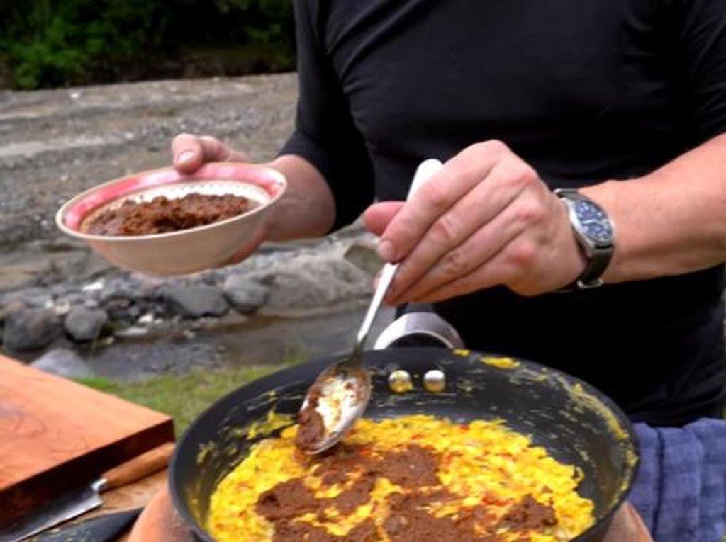 Gordon Ramsay Bikin Telur Orak-arik di Berbagai Negara, Ada yang Pakai Rendang!