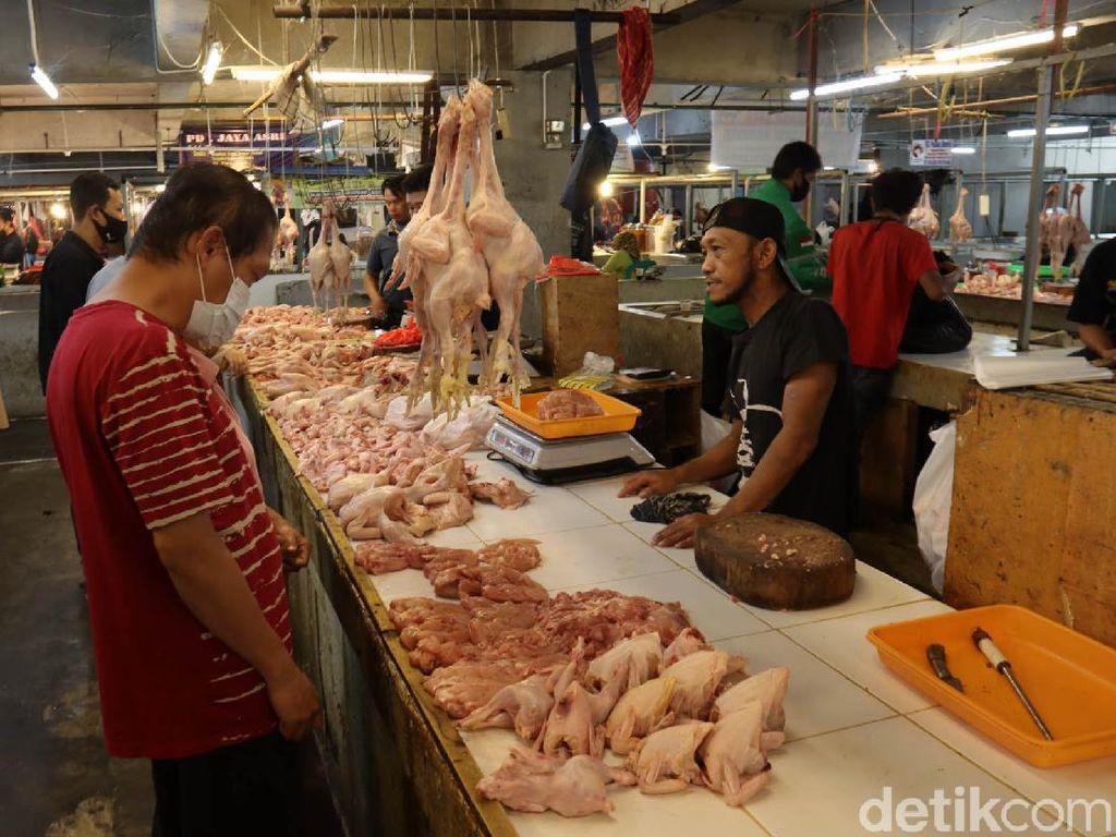 Daging Ayam hingga Buah-buahan Bikin Agustus Deflasi 0,05%
