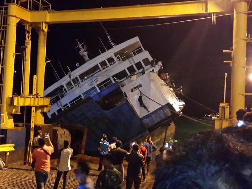 Kapal Feri Kandas Saat Hendak Sandar di Pelabuhan Padang Bai Karangasem Bali