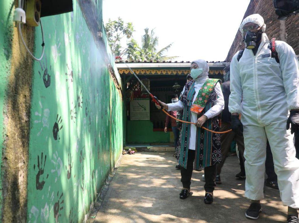 Tiap Jumat, Kemnaker Berdayakan Korban PHK untuk Semprot Disinfektan